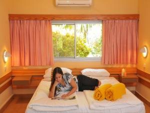 Отель Ein Gedi Kibbutz у Мертвого моря|escape